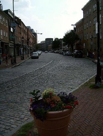 Thames_Street